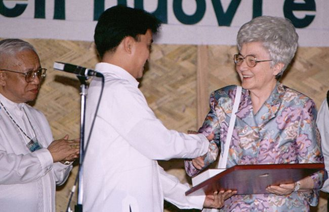 Honorary Citizenship Award to Chiara Lubich, Tagaytay City, Philippines, 1997 (Photo by centro-chiara-lubich)
