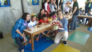 Hero Angeles together with the Pag-asa staff and kids during his charity event.